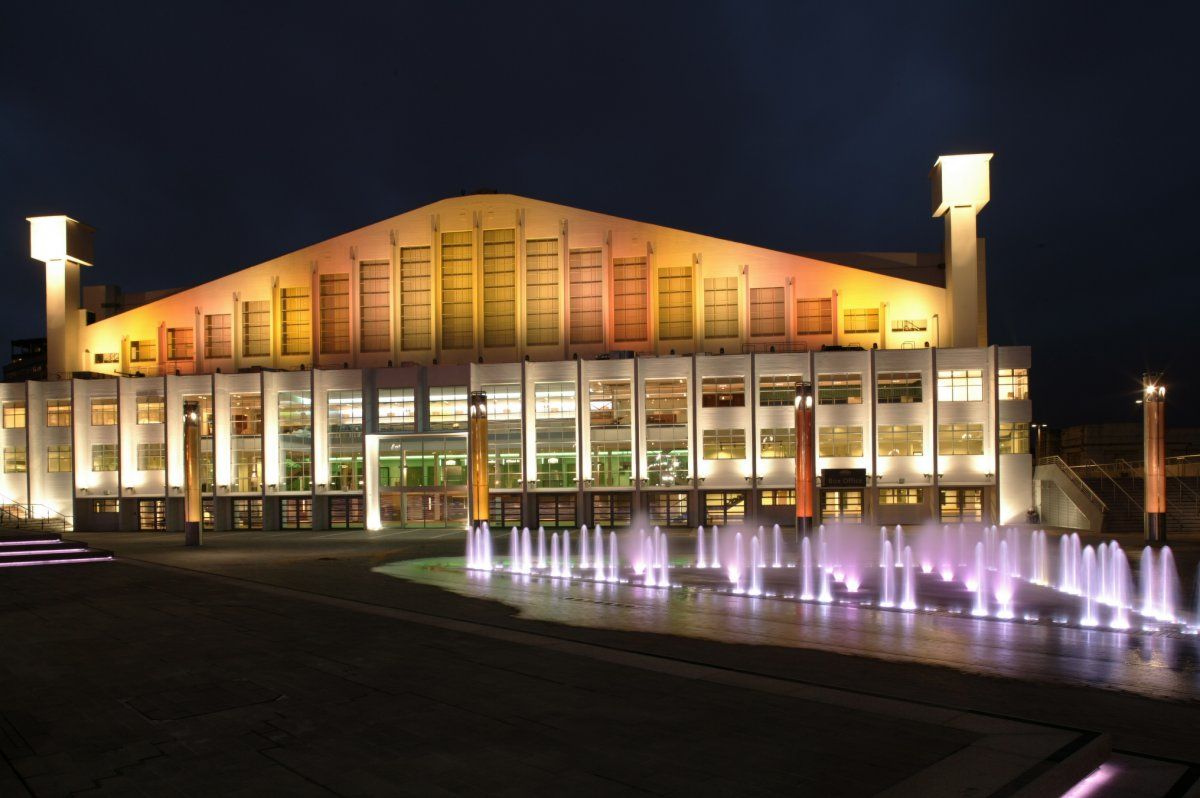 Exterior Image of the SSE Arena at Wembley at night