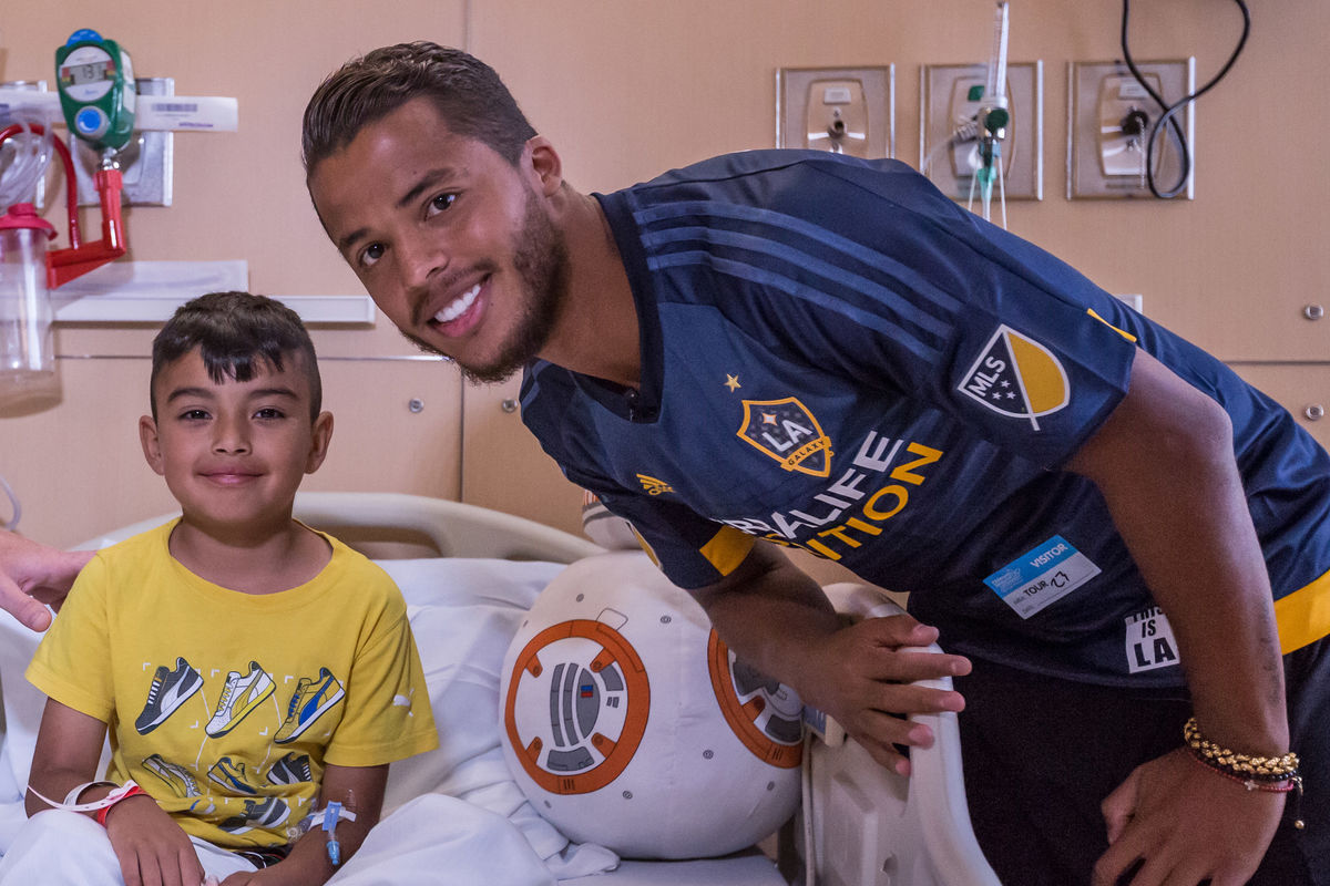 LA Galaxy forward Giovani dos Santos visits a patient at Children's Hospital Los Angeles during a team visit in 2016. Photo courtesy of Robert Mora.