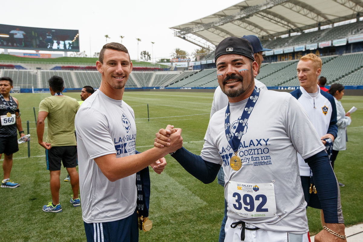 LA Galaxy defender Daniel Steres congratulates a runner following the Annual LA Galaxy 5K and Cozmo Family Fun Run at StubHub Center in 2016.