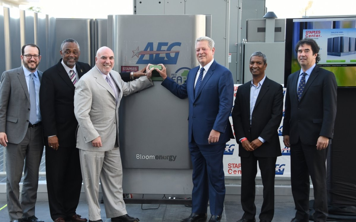 STAPLES Center executives and Al Gore at the bloom energy system