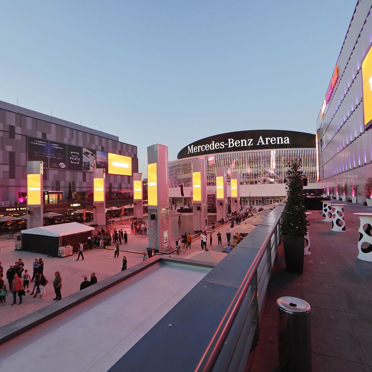 Exterior Image of Mercedes-Benz Arena and district at night