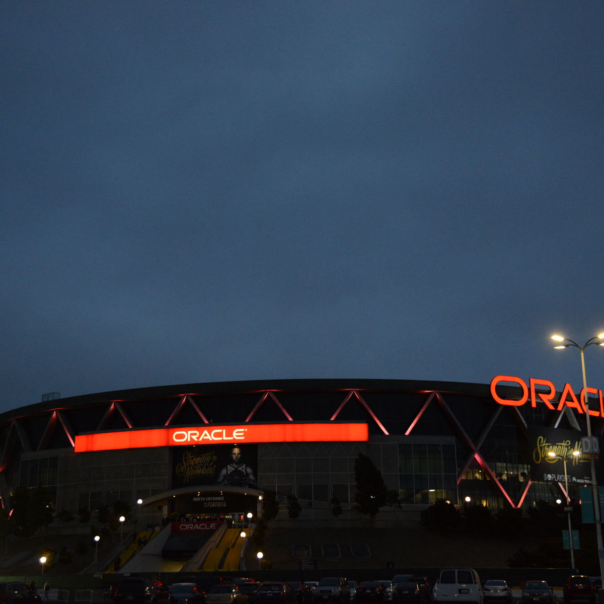 Exterior Image of Oracle Arena from the parking lot