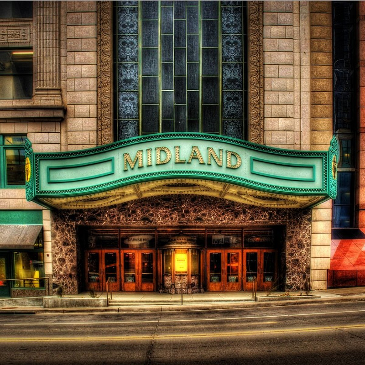 Exterior image of Arvest Bank Theatre at Midland
