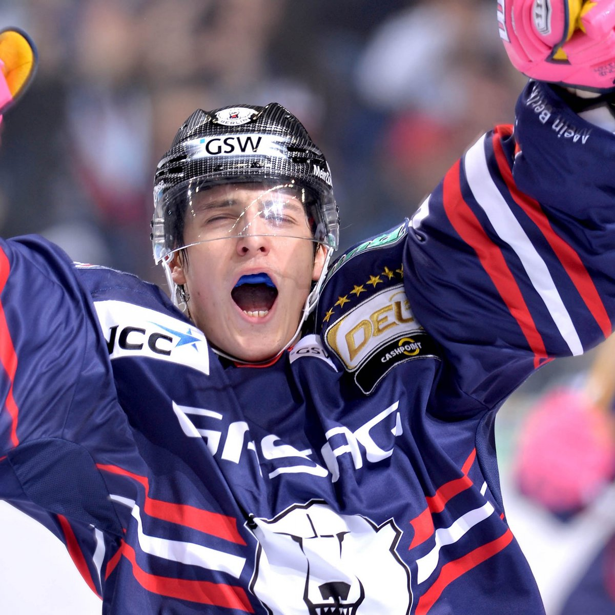 Eisbaren player celebrating on the ice